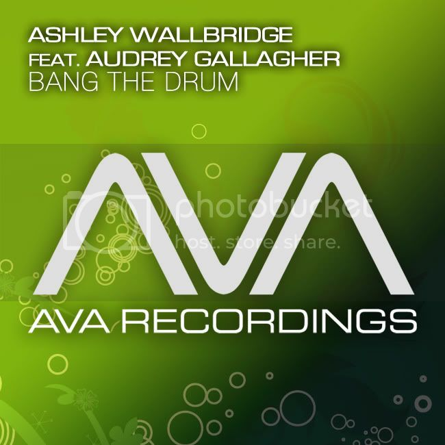 Ashley Wallbridge feat. Audrey Gallagher - Bang The Drum - MusicLovers